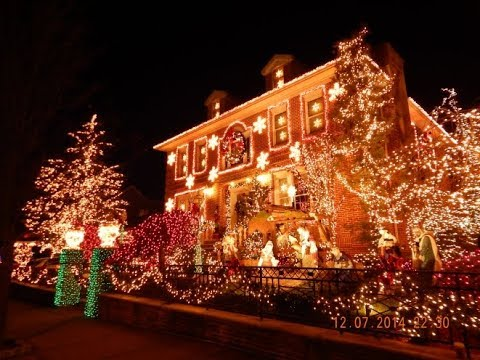 A Slice of Brooklyn's Dyker Heights Christmas Lights Tour