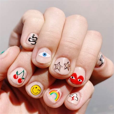 Trend-Alert: Smiley Nails - The Treatment Files AT