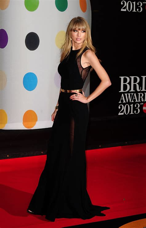 Brit Awards 2013: Taylor Swift Shows Harry Styles What He