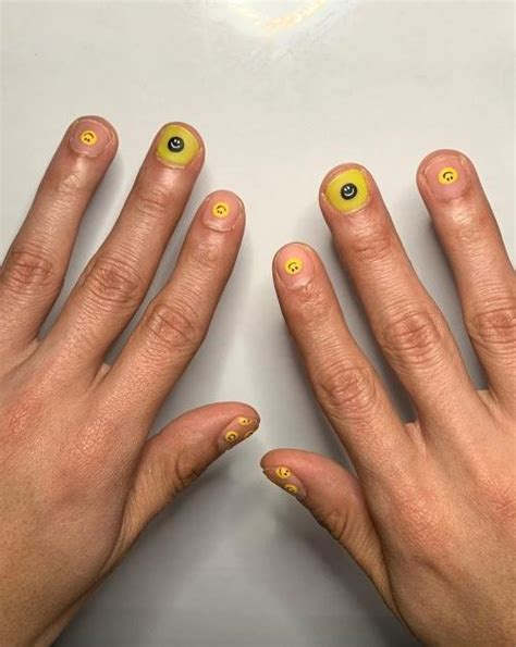 Trend-Alert: Smiley Nails - The Treatment Files CH