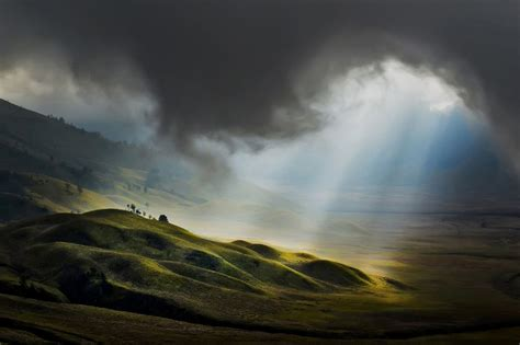 The Best 100 Photographs Selected by National Geographic